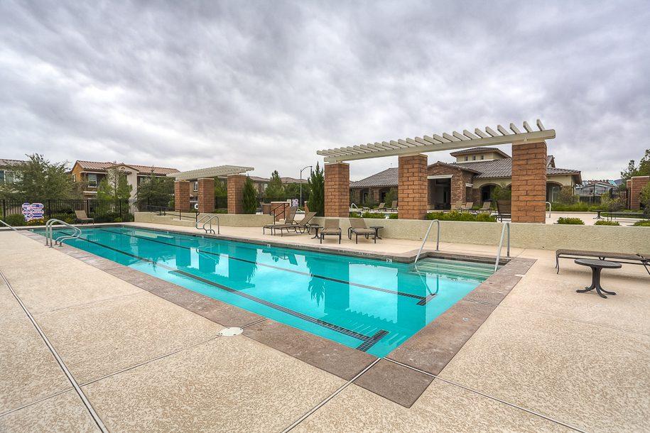 02 community pool