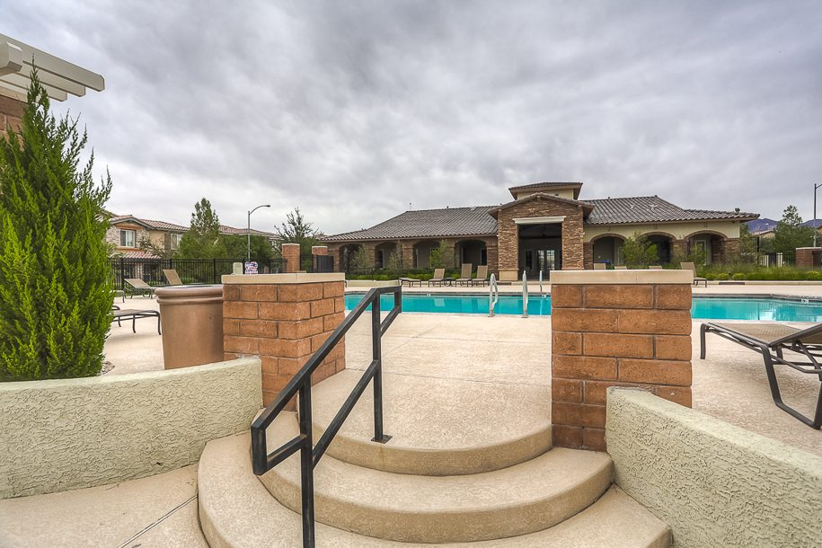 03 community pool